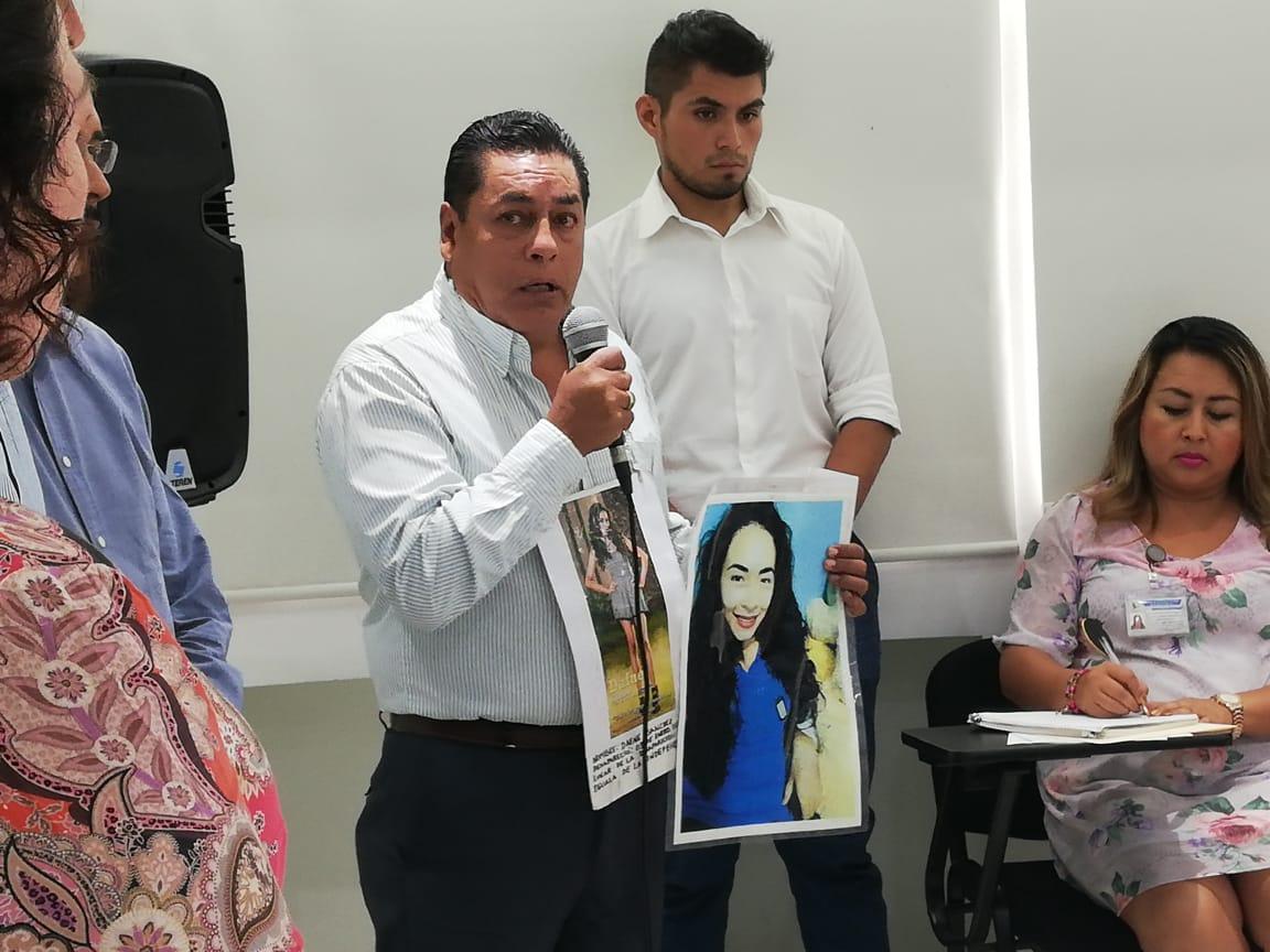 Ante la Coddehum, hombre clama ayuda para localizar a su hija desaparecida en Iguala