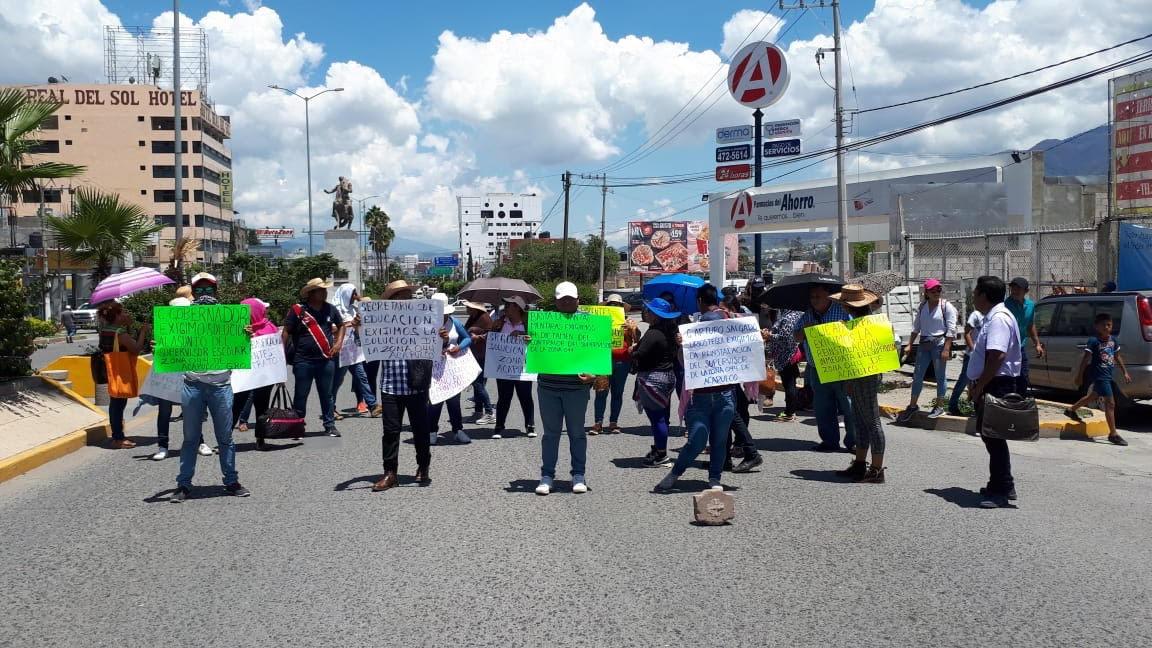 Bloquean maestros de la CETEG  en Chilpancingo