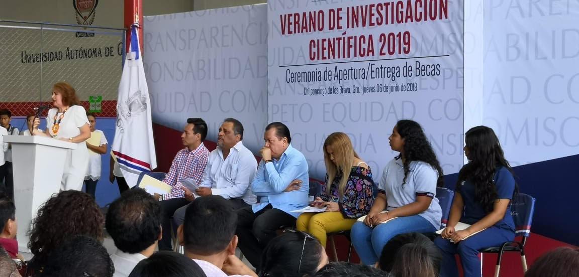 Detectan al menos siete casos de ciberacoso en la UAGro, incluso una joven intentó suicidarse; Rector