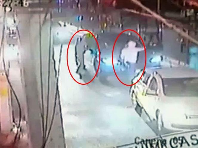 Robaban autos con violencia; caen por quitar un celular