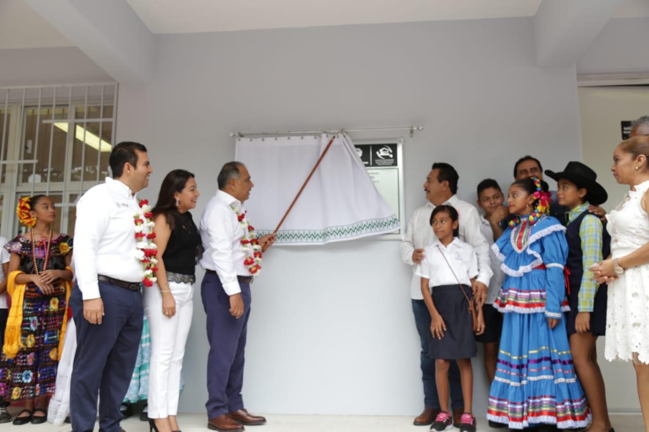 Inaugura Héctor Astudillo edificio de la primaria Vicente Guerrero en Zihuatanejo