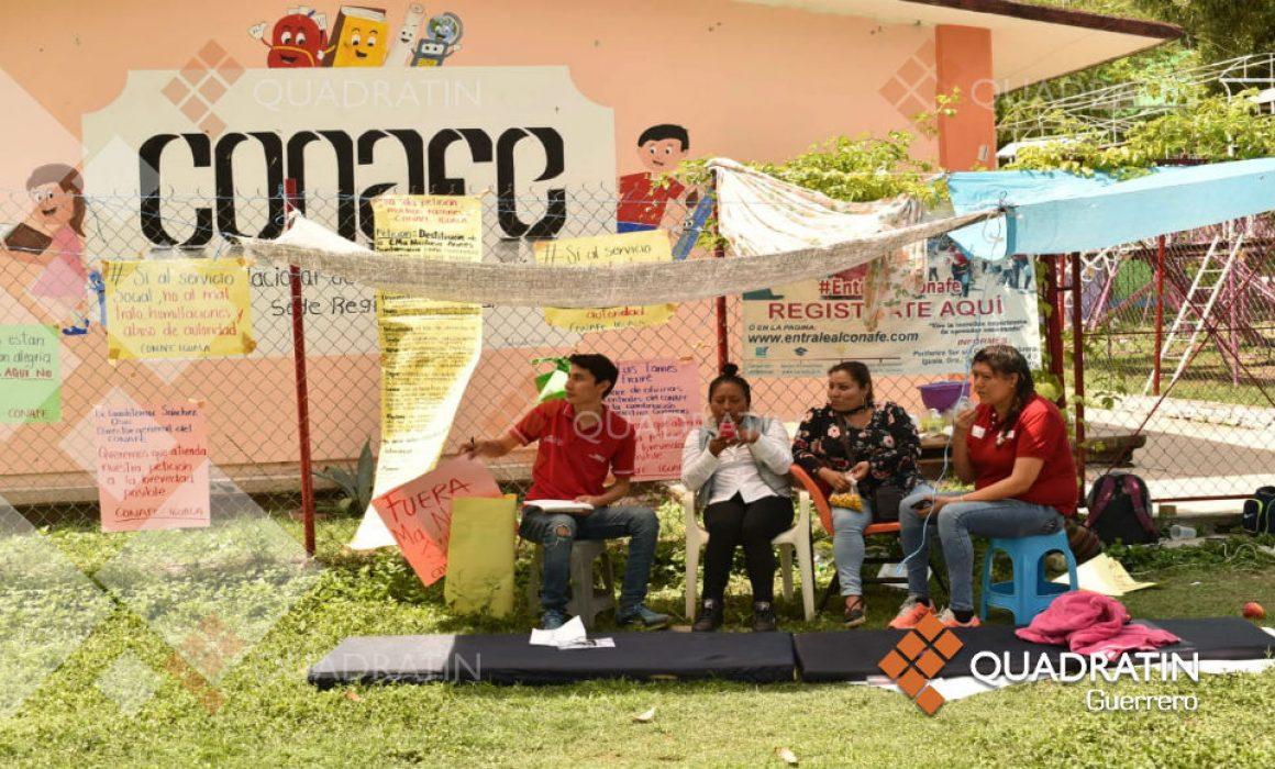 Trabajadores mantienen tomadas las instalaciones del Conafe en Iguala