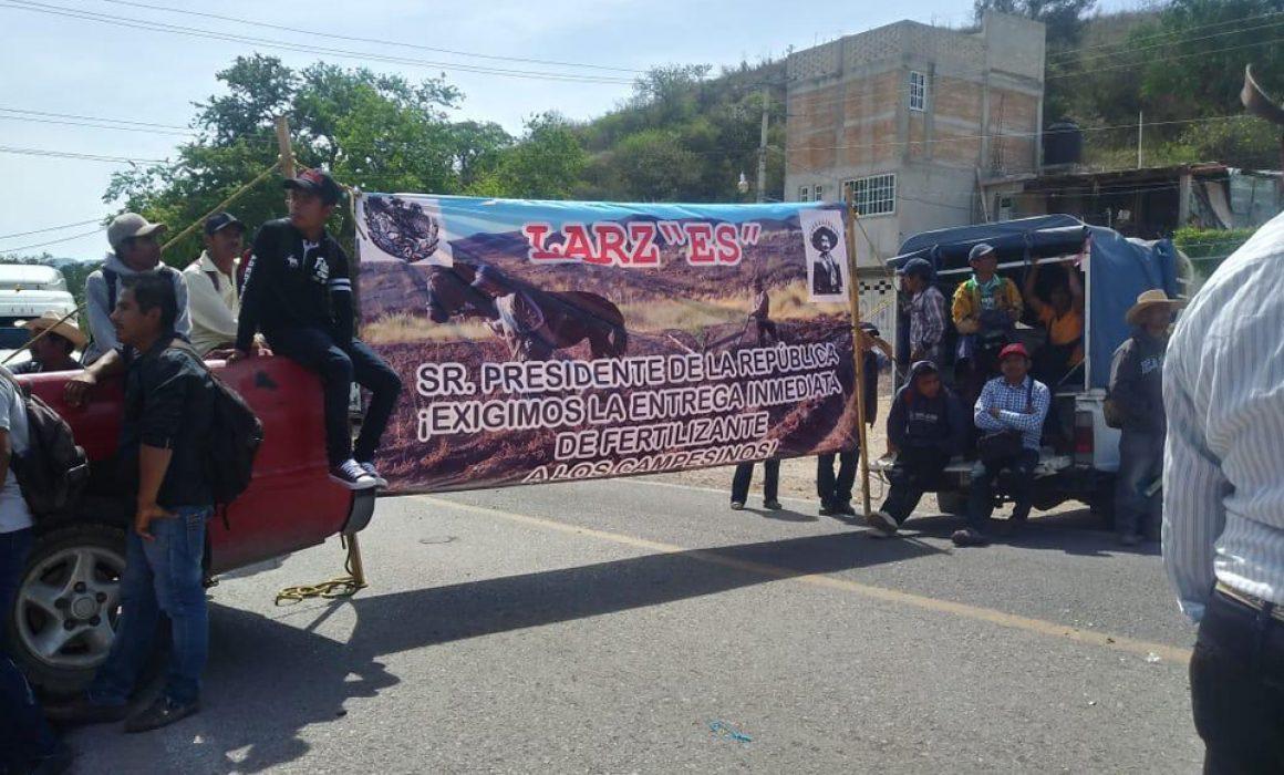 Cierra organización priísta la carretera Chilpancingo-Tlapa en Chilapa