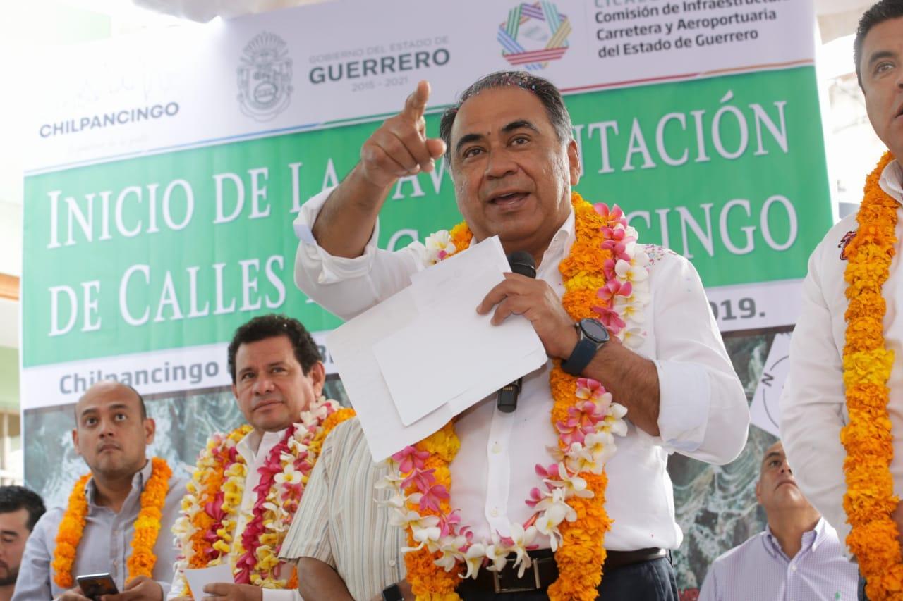 Pavimentará once calles en Chilpancingo, el gobernador Astudillo
