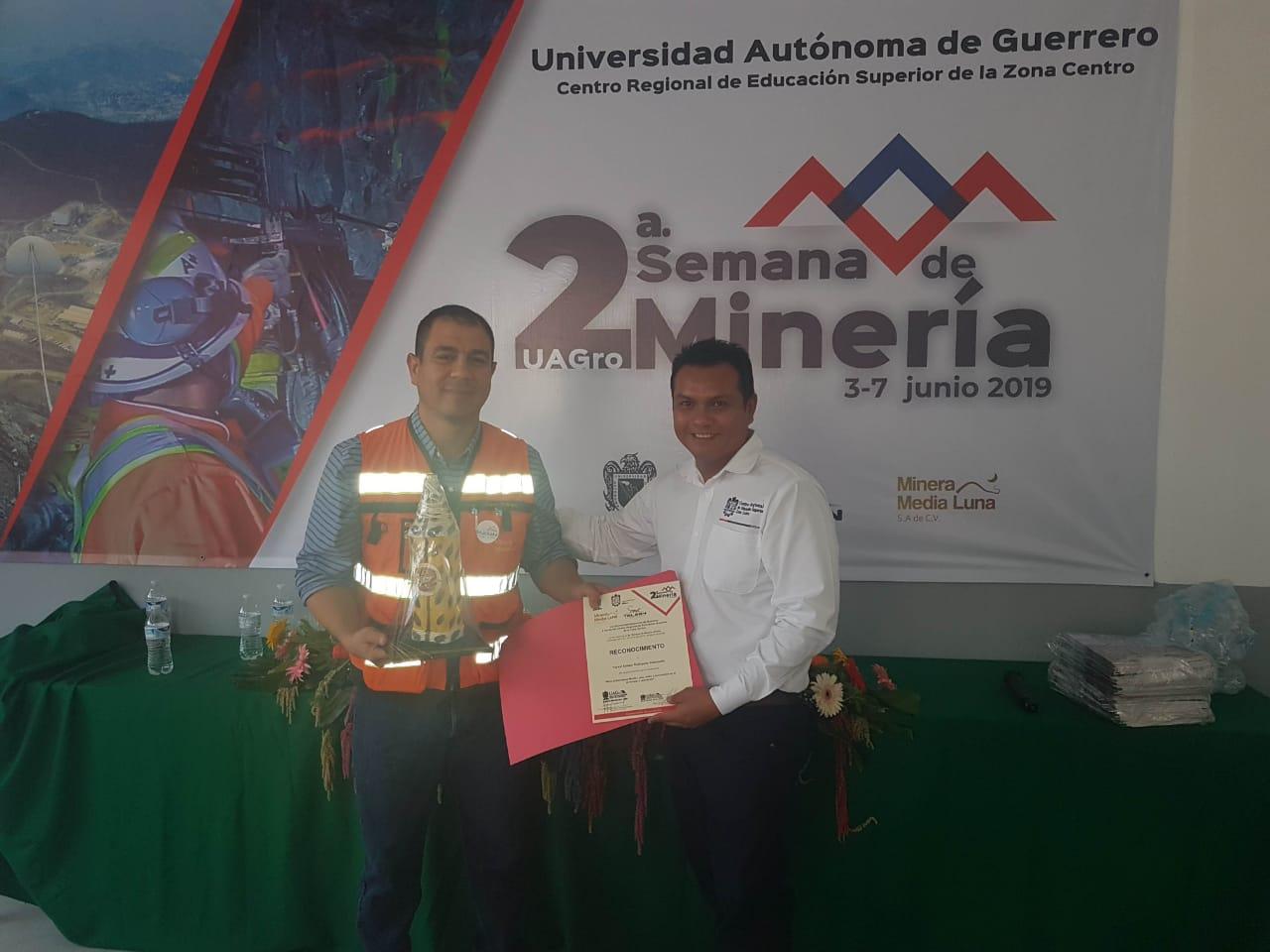 Reafirma Minera Media Luna compromiso con universitarios
