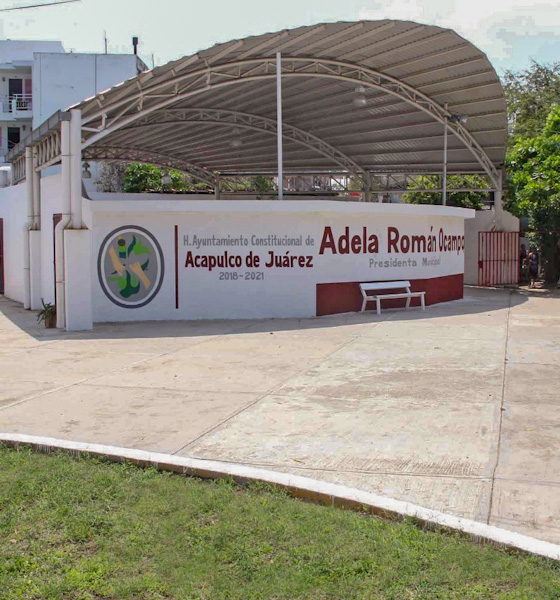 Adelanta campaña por la gubernatura Adela Román Ocampo