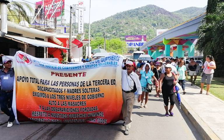 Marchan organizaciones en la zona Diamante de Acapulco