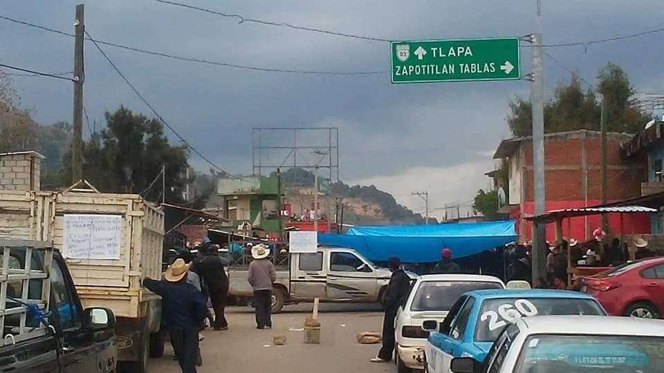 Se cumplen seis días del bloqueo de la carretera Tlapa-Chilapa
