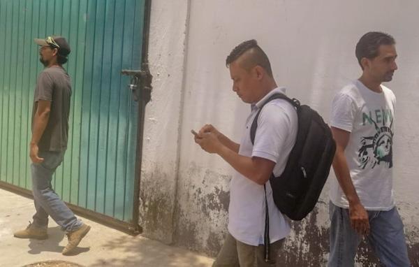 Despide federación a empleados que exigían pago en Atoyac de Álvarez