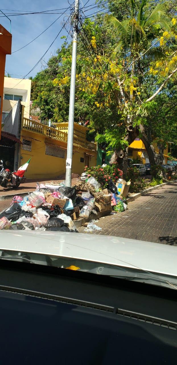 Amanecen toneladas de basura en Acapulco