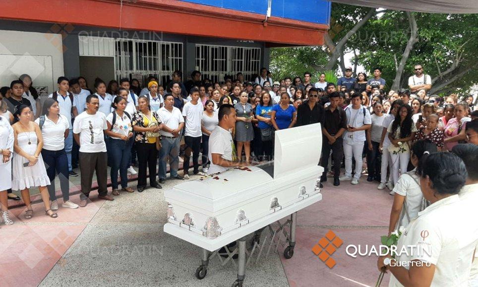Despiden en escuela de la Uagro a joven asesinada en Acapulco