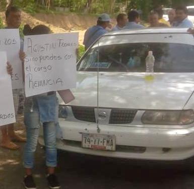 Bloqueo carretero en Acapulco por medicinas y médicos