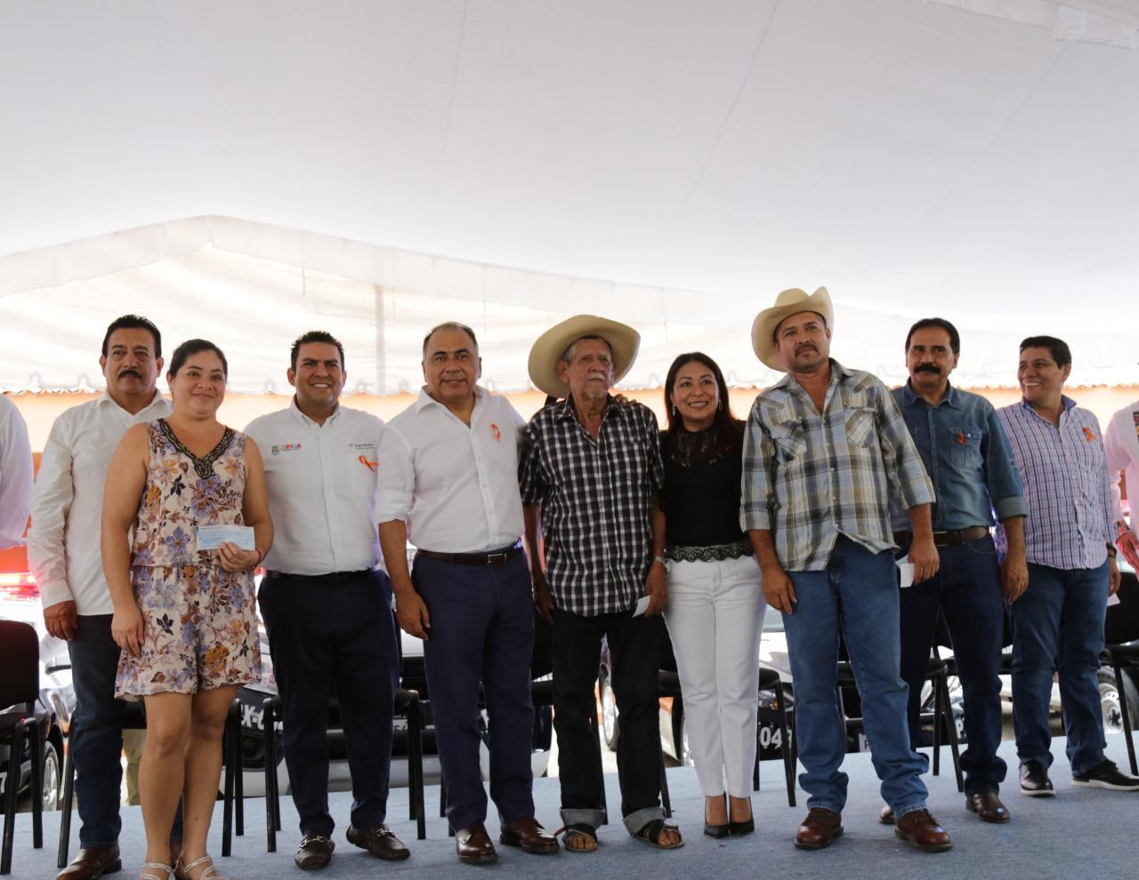 Entrega Astudillo patrullas  y equipamiento en Zihuatanejo