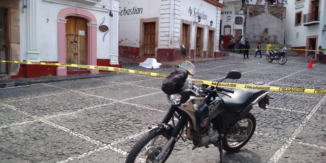 Asesinan a un hombre en el Centro de Taxco