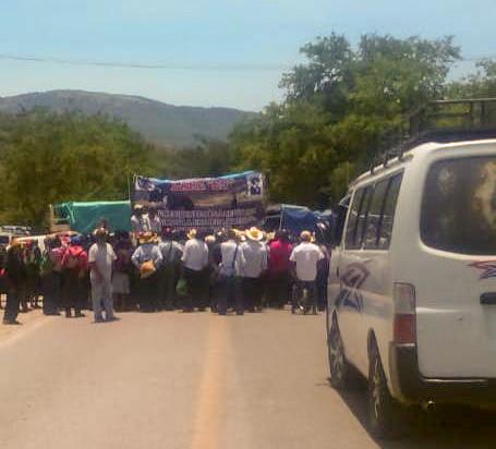 Bloqueos carreteros en Guerrero en exigencia de fertilizante