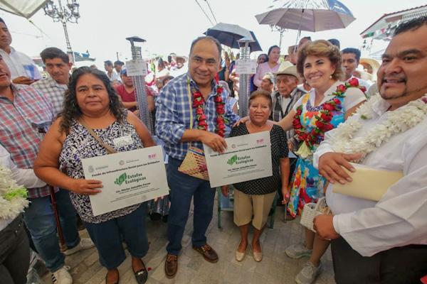 Lleva gobernador Astudillo apoyos a Xochihuehuetlán