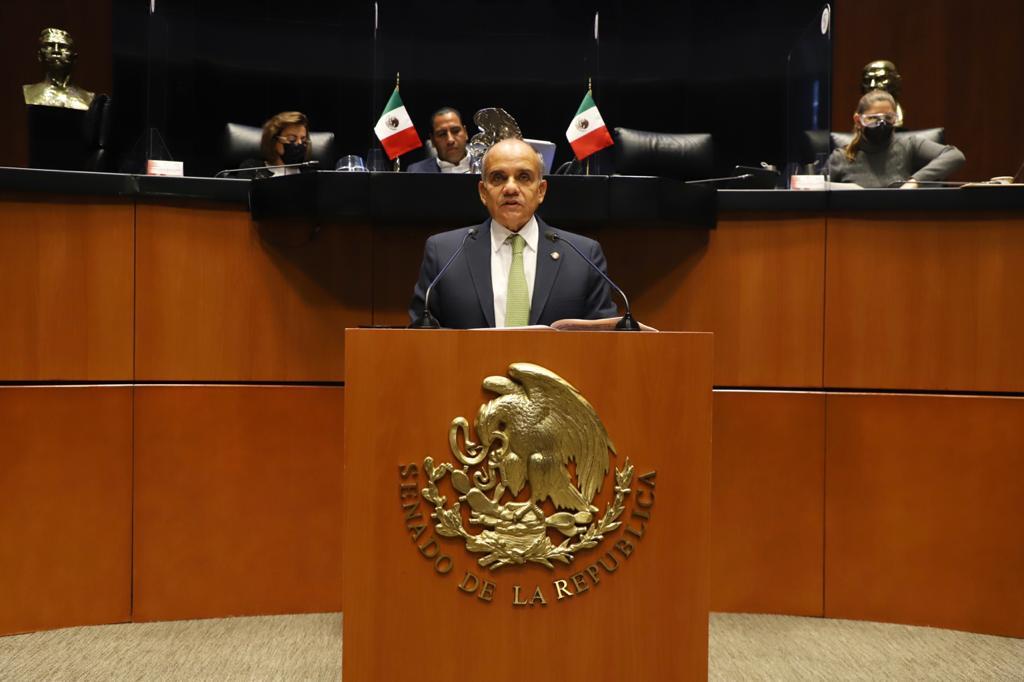 Promueve el Senador Manuel Añorve prohibir el uso del celular a quienes manejan en carreteras, el dictamen lo presentó a nombre de la Comisión que preside en el Senado.