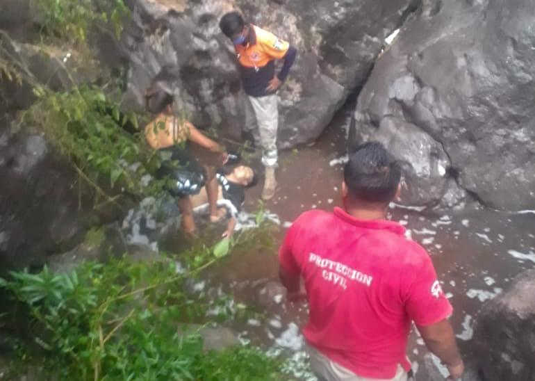 Auto foto lo mata en Tlapa