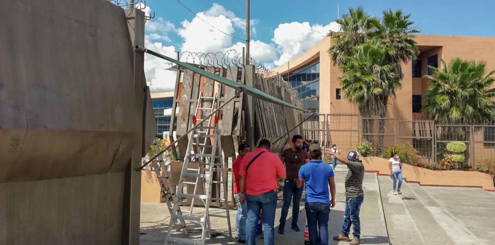 Retiran blindaje a palacio de gobierno en Guerrero