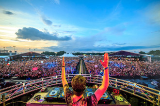 Oliver Heldens performing at Sunset Music Festival 2015