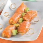 Spiedini salmone e avocado con tabasco e lime