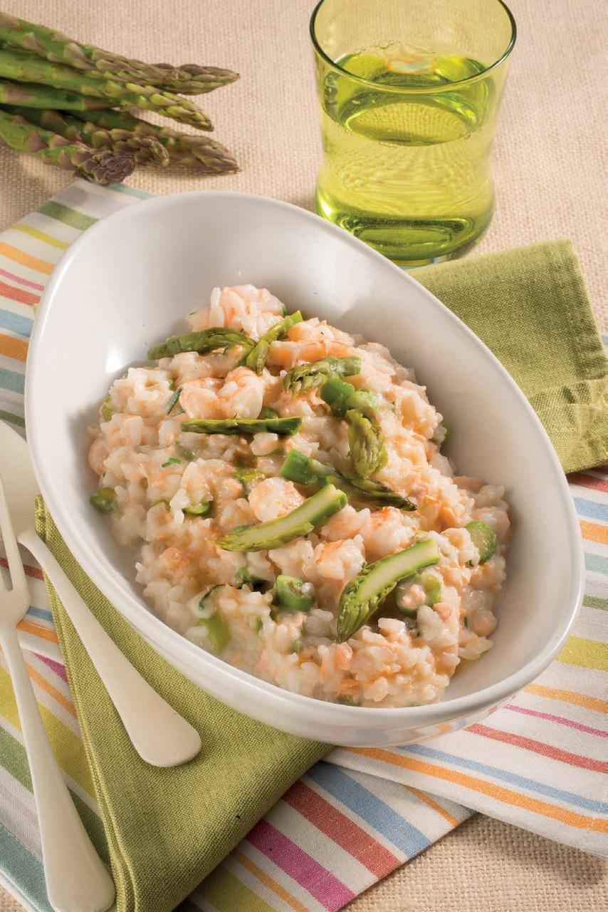 Risotto con salmone, gamberetti e asparagi