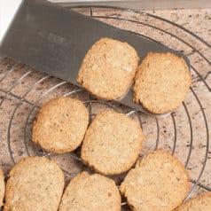 Biscotti con noci, grano saraceno e amido di mais