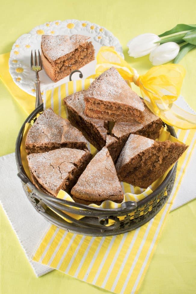 Torta austriaca con farina di nocciole, cacao e confettura