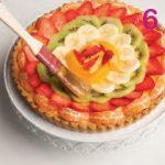 Crostata classica con crema ricoperta di frutta