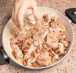 Agnello saporito con carciofi e patatine: ricetta per Pasqua
