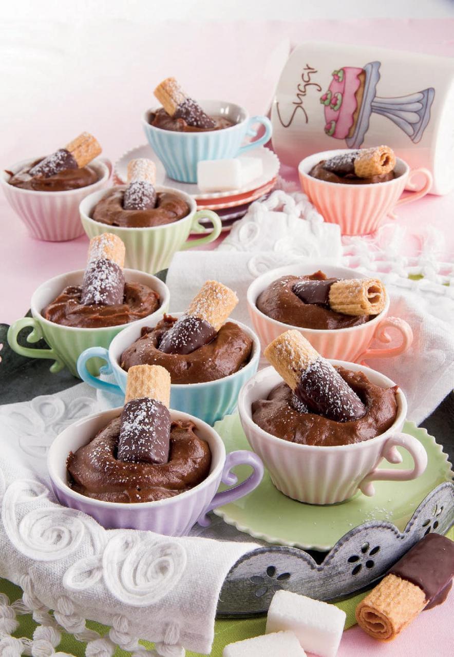 Tazzine cremose di cioccolato fondente e caffè