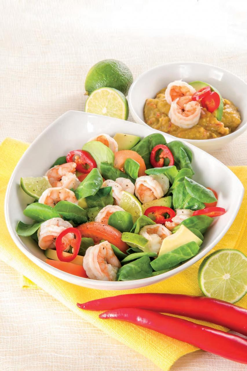 Insalata di gamberi con salsa all'avocado e lime