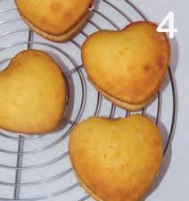 Cuori di pan di Spagna con crema al mascarpone e fragole