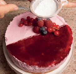 Semifreddo allo yogurt con coulisse ai frutti di bosco