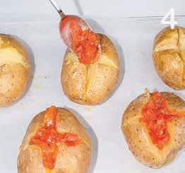 Patate al forno farcite con sugo piccante ed emmental