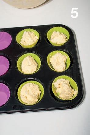 Muffin di miele e mandorle: la ricetta illustrata