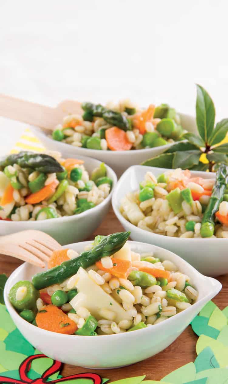 Insalata di orzo con asparagi, fave e carotine