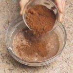 Cioccolata calda aromatizzata con tè all'arancia