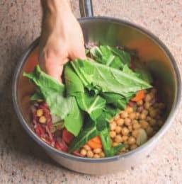 Zuppa di cicoria, bietole e ceci con speck