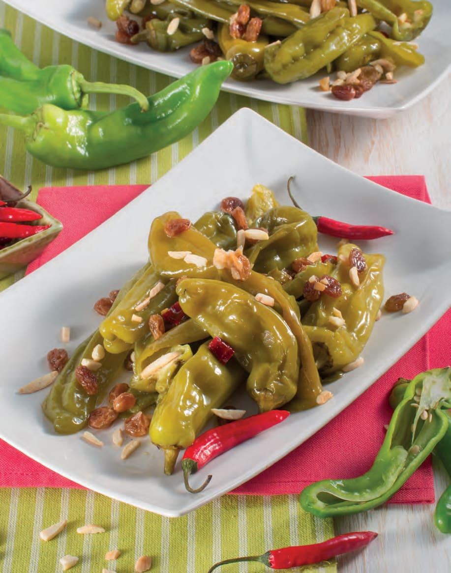 Friggitelli piccanti all'orientale con mandorle e uvetta
