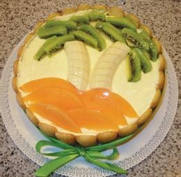 torta tropicale con spiaggia e palme di frutta