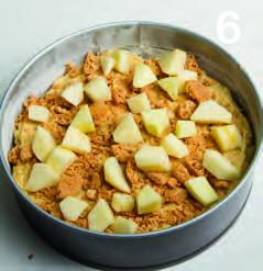 Torta rustica di amaretti con mele e panna