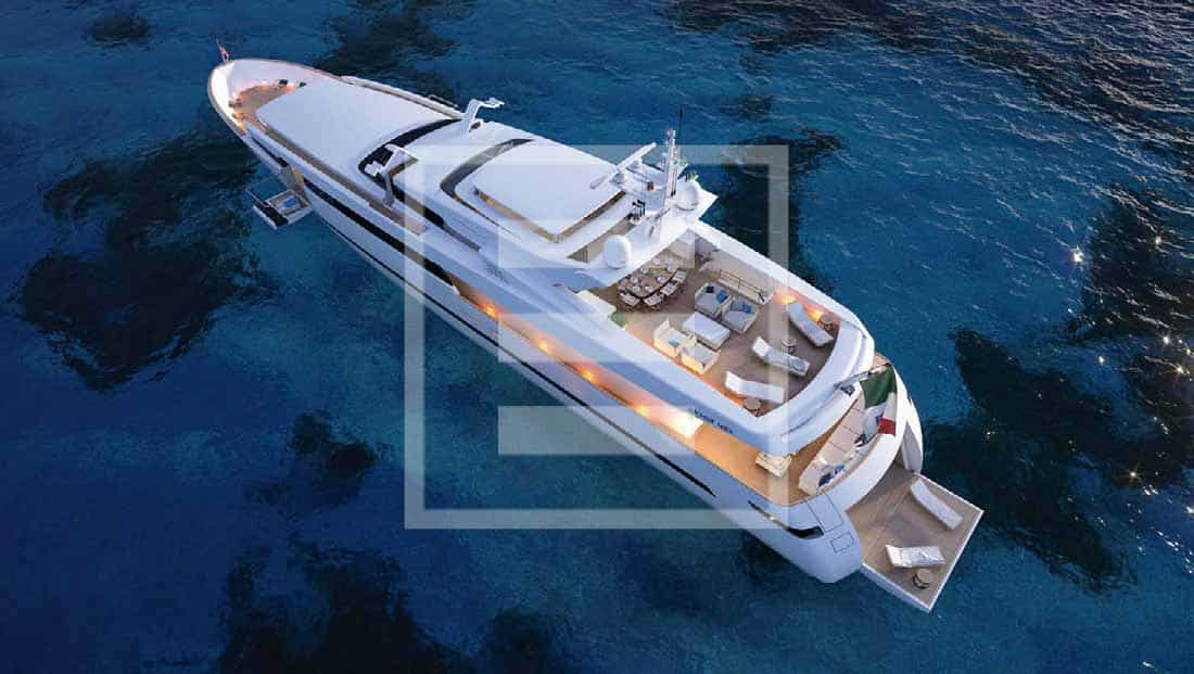 The Akhir 42S has the same superstructure to hull ratio that turned its predecessor into an authentic style icon