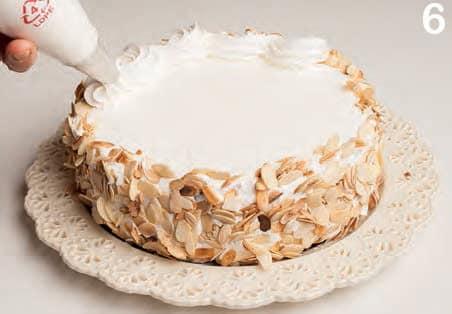 Torta con crema al cioccolato, pera e arancia