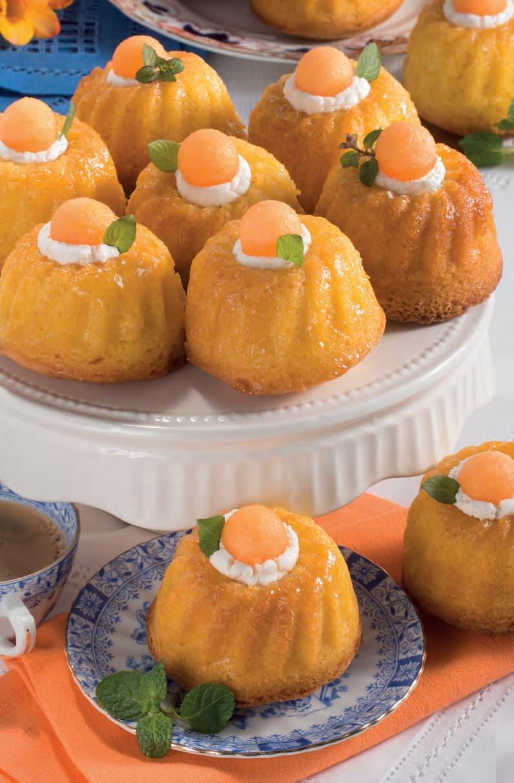 Mini bundt cake con bagna al limoncello e palline di melone