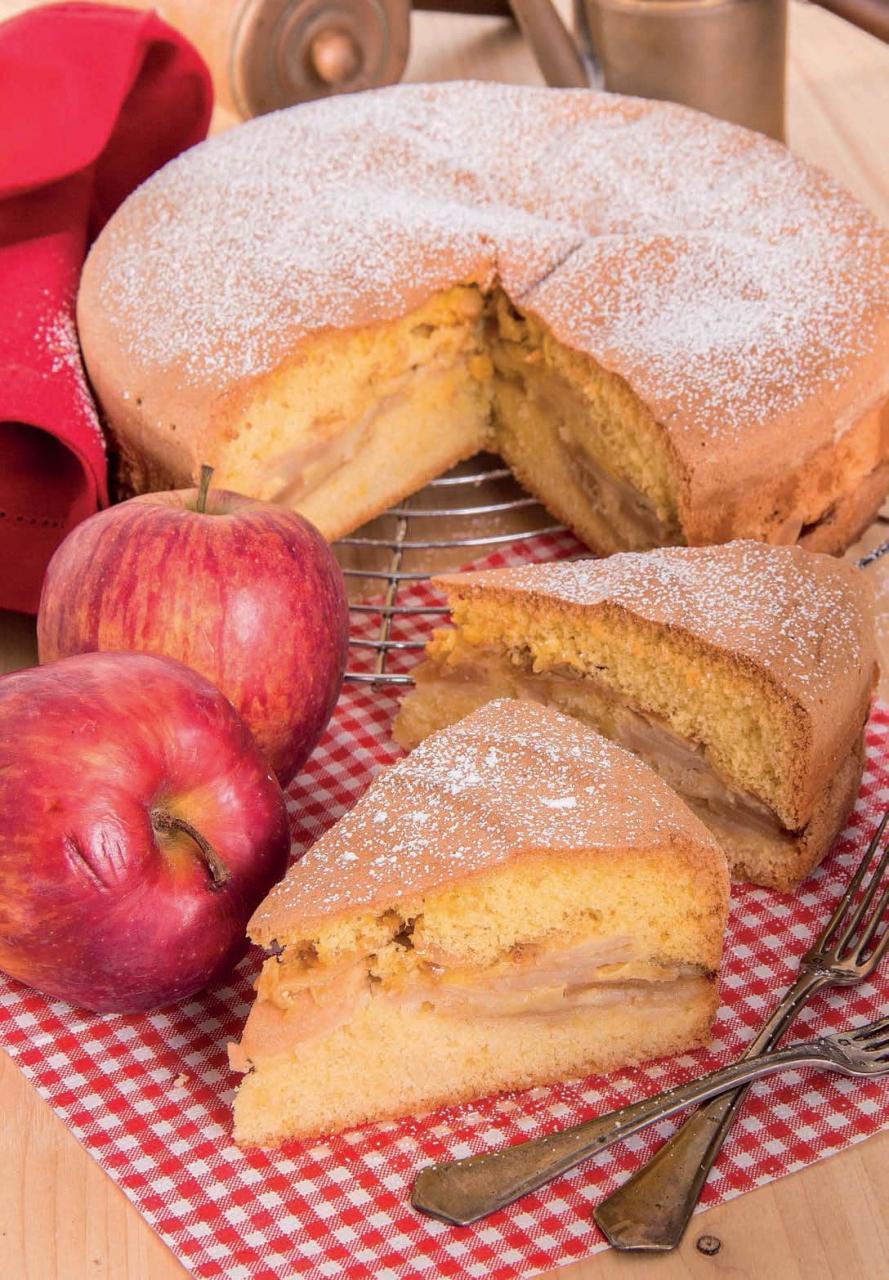Torta di mele e mandorle con doppio impasto