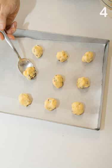 Brutti ma buoni: ricetta dei biscotti rustici con gocce di cioccolato