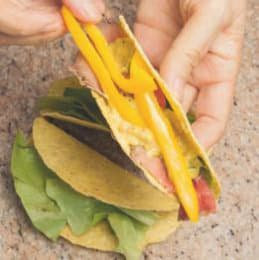Tacos con roastbeef e salsa al lime e avocado