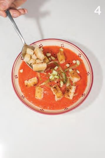 Gazpacho andaluso, o zuppa fredda di peperoni e pomodori