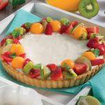 Crostata Regina allo yogurt con corona di frutta estiva